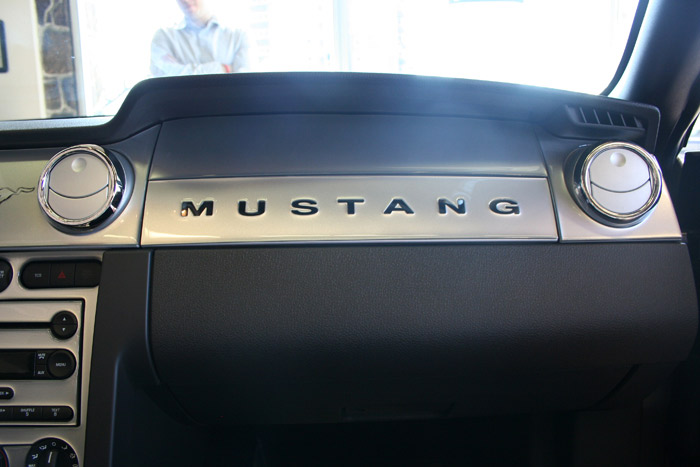 dash kit mustang 2005 09 ambient lighting and manual trans 2d 3723 parts. Black Bedroom Furniture Sets. Home Design Ideas
