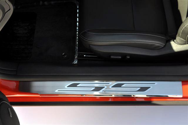 Camaro stainless carbon fiber 39 ss 39 doorsills 2010 2013 2010 camaro ss interior accessories